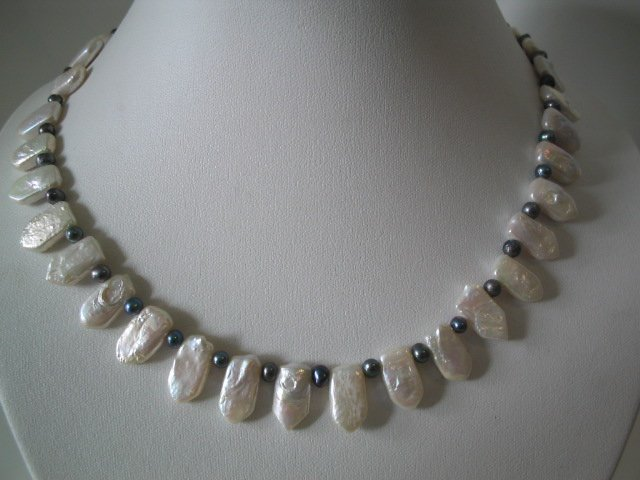 17'' white & black fresh water pearl necklace
