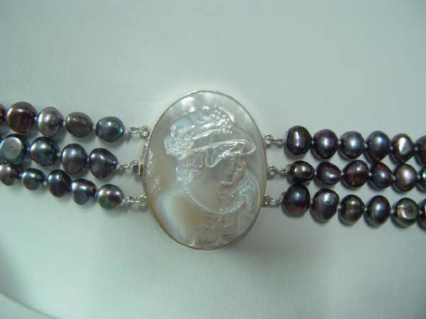 1 pcs white shell cameo lady clasp