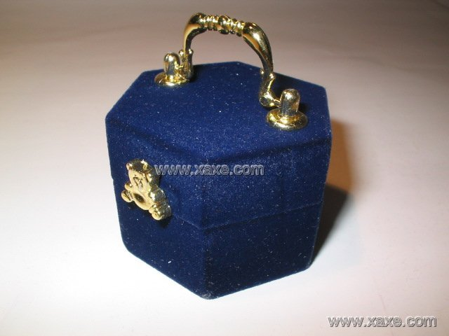 handle velvet jewelry box