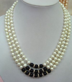 3 strands white pearl and black agate necklace