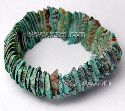 Lovely green shell bracelet