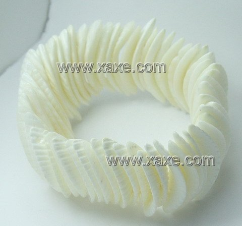 Lovely white shell bracelet