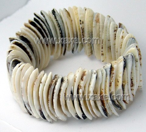 Lovely shell bracelet
