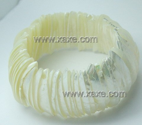 Lovely white bright shell bracelet