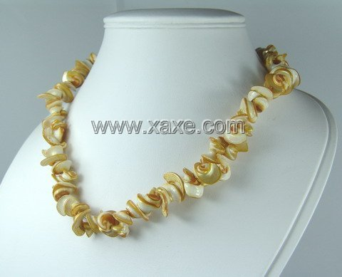 Lovely shell necklace h