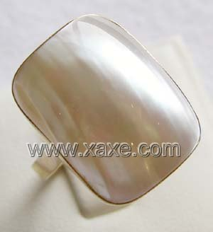 Luxurious 15.5mm white rectangular mabe pearl ring 14K