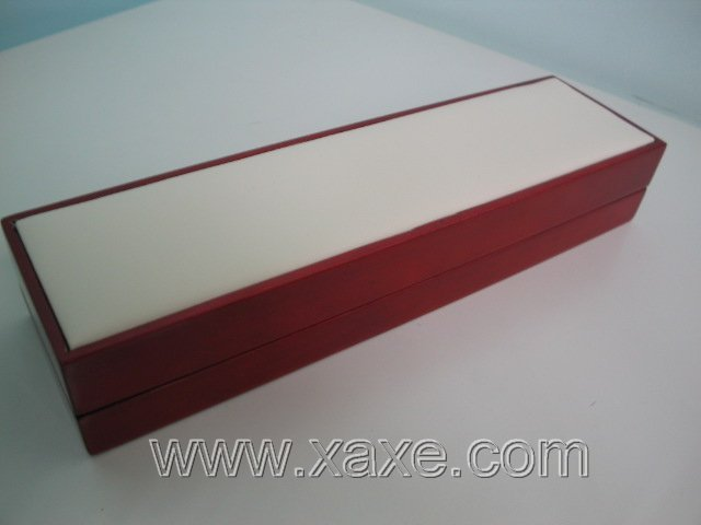 Red rose wood and white leather box