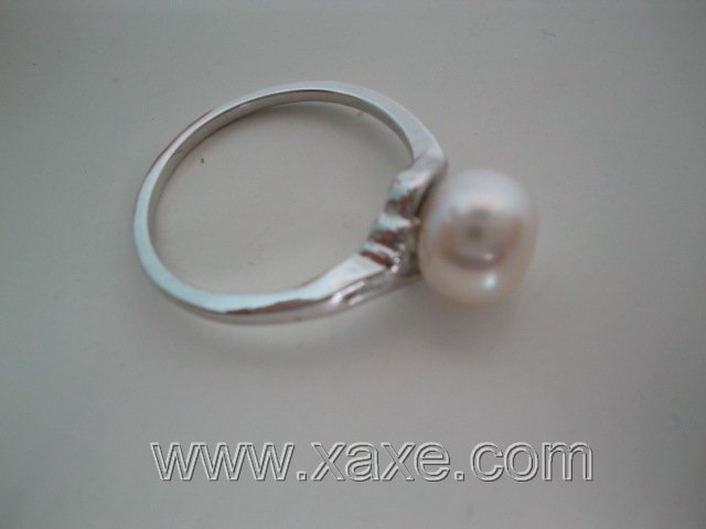 Single freshwater pearl ring