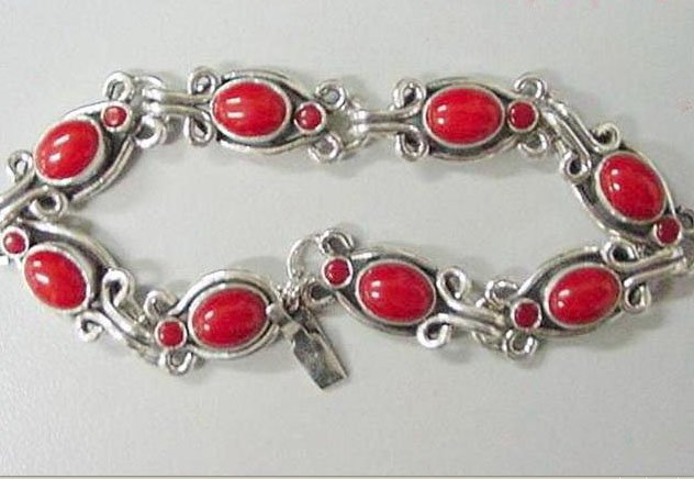 Coral bracelet 8 beads silver chain