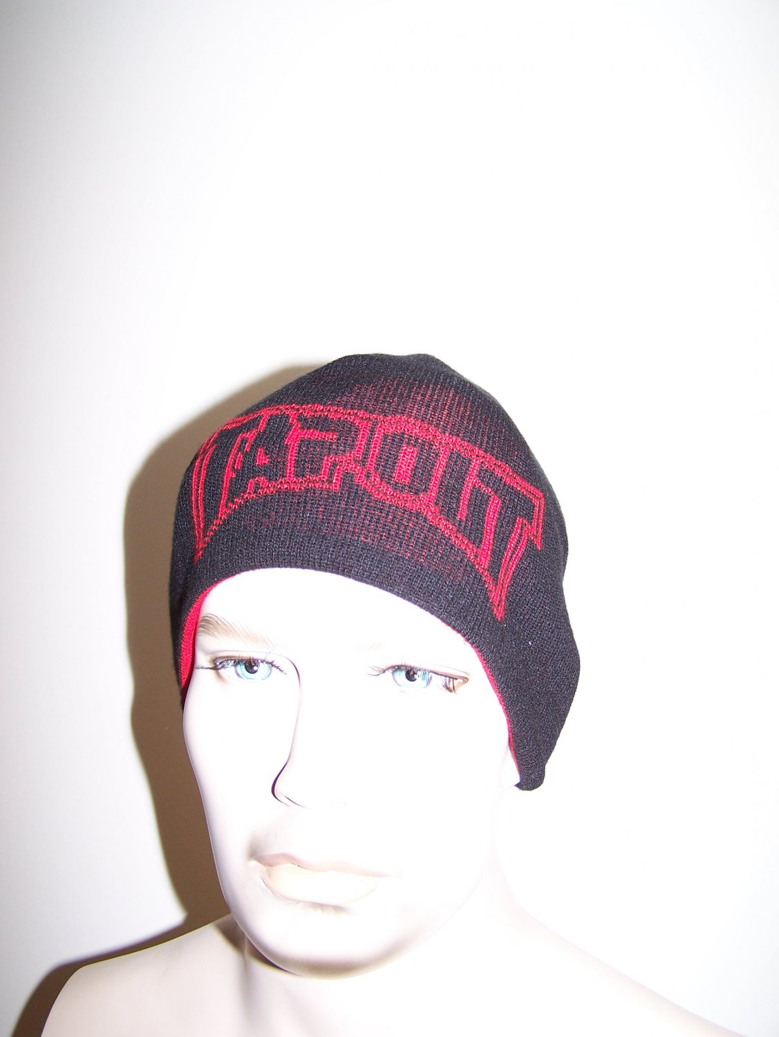 TapOut - Reversible Beanie - Red / Black