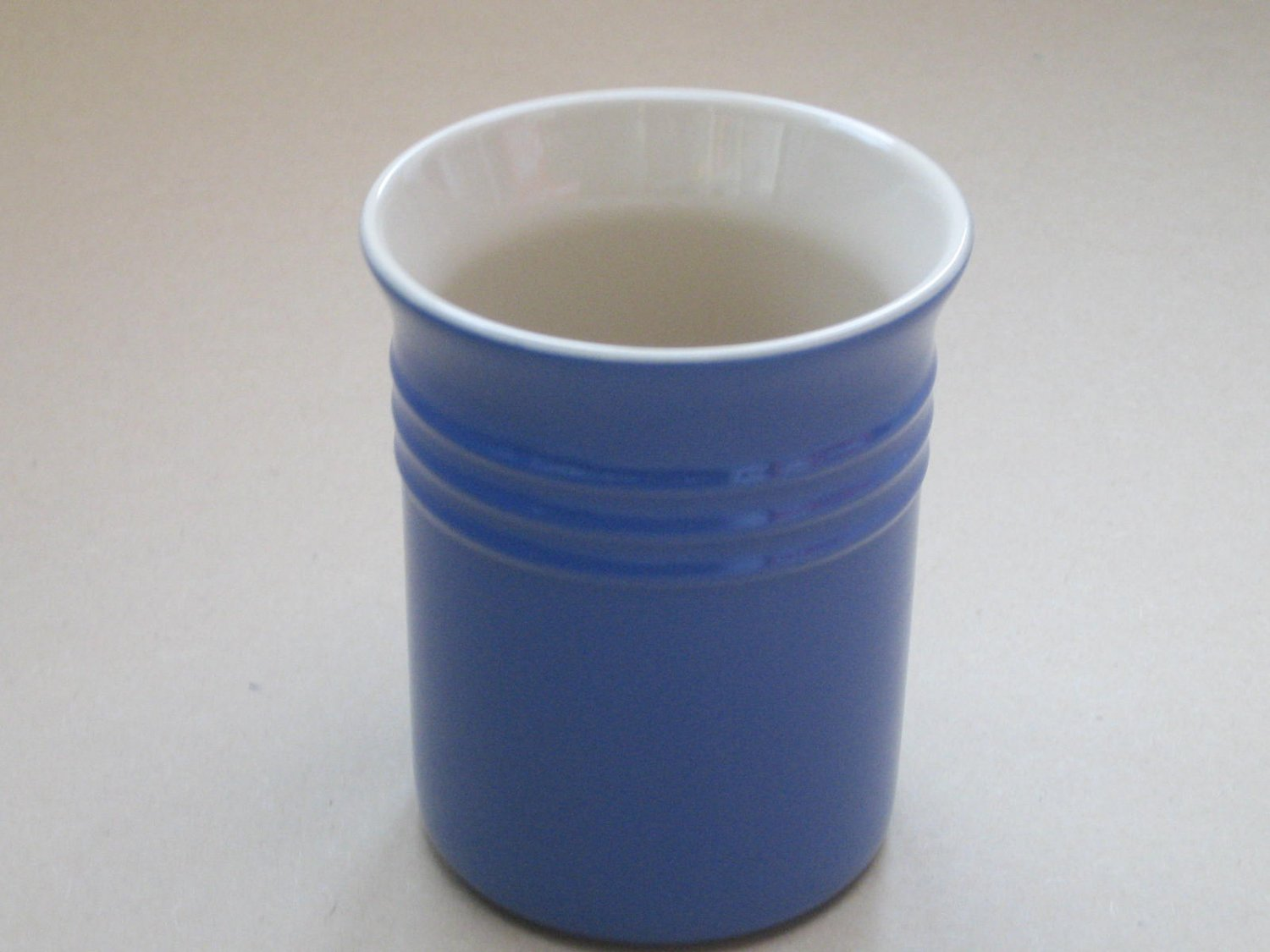 Le Creuset Stoneware Utensil Holder Crock Blue 37.1 ounce Brand NEW
