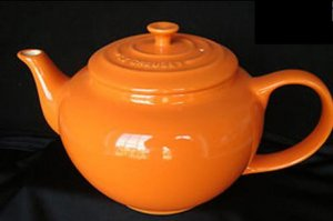 Le Creuset Stoneware 43-ounce Teapot Orange NEW