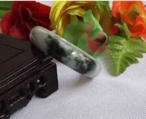 Excellent oil Green floating flower jade, hand-carved and polished bracelet, bracelets.