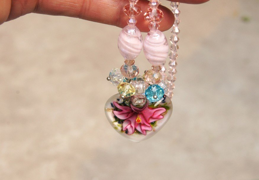Artificial Pink crystal (heart-shaped red flower) necklace pendants.28 x30 mm.