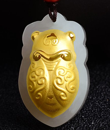 Gold inlaid jade lucky pendant Golden cicada (blockbuster). Necklace pendant.