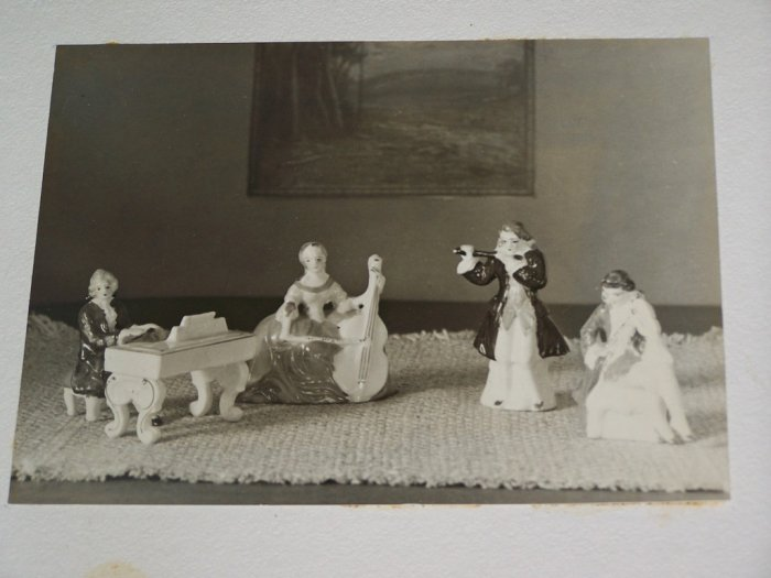 Vintage 1930s PORCELAIN MINIATURE Music Quartet PHOTO