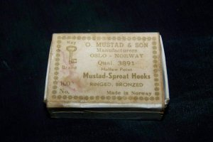 Antique Vintage O Mustad & Son Sproat Hooks Box Norway Lot