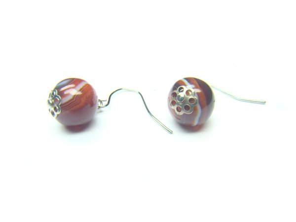 EAGRSS0812X Dark Red Agate Round Shape 10mm Earrings