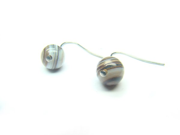 EAGBRS1000X Black & White Agate Round Shape 8mm Earrings