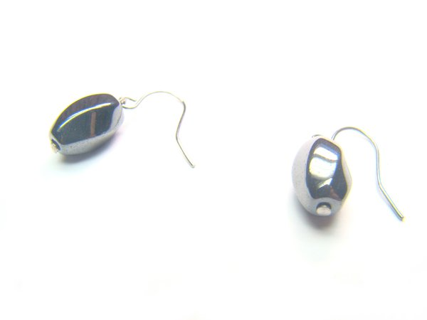 EHEXCY0508C Hematite S-Shape 8x12mm Earrings