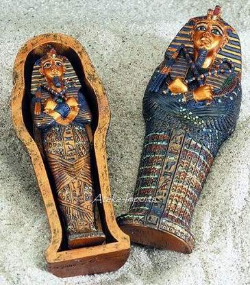 EGYPTIAN KING TUT & HIS COFFIN FIGURINE (5176s)