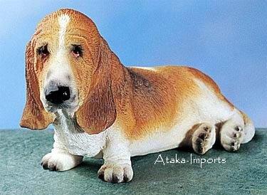 BASSET HOUND DOG FIGURINE (4864)