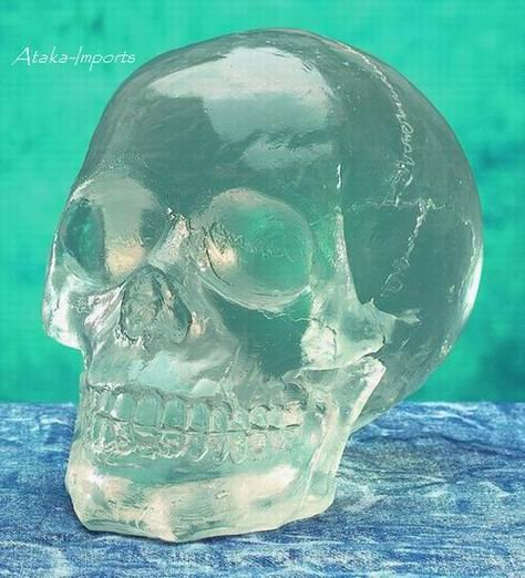 TRANSLUCENT.CLEAR HUMAN CRYSTAL SKULL STATUE (5172S)