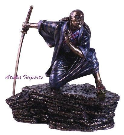 JAPANESE SAMURAI ON THE ROCK STATUE-MEDITATION -BRONZE APPEARANCE (6145)