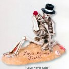 SKELETON BEACH LOVERS.KISSING.FIGURINE.CAKE TOPPER (7523s)