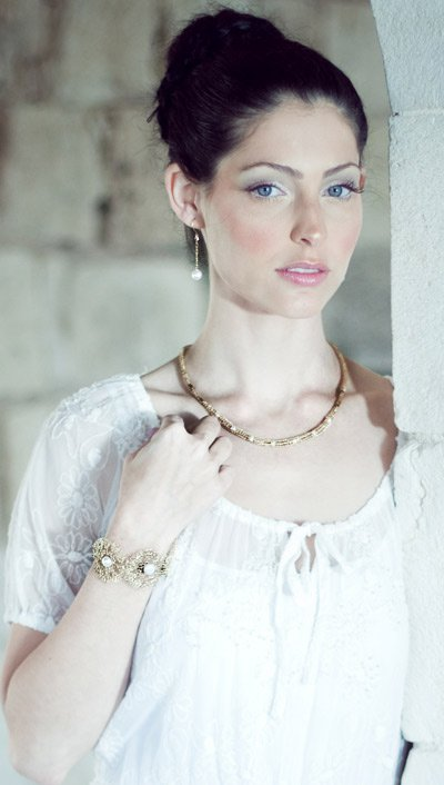 Beautiful 14kt Gold filled necklace with pearls