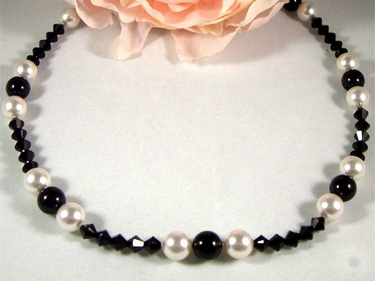 Pearl & Crystal Necklace made with SWAROVSKI ELEMENTS