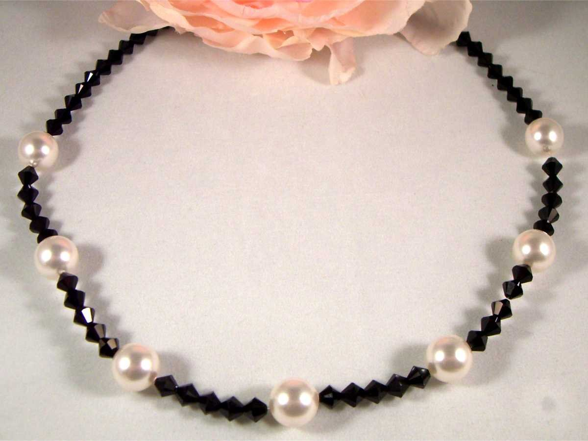 Pearls & Crystals Necklace made with SWAROVSKI ELEMENTS