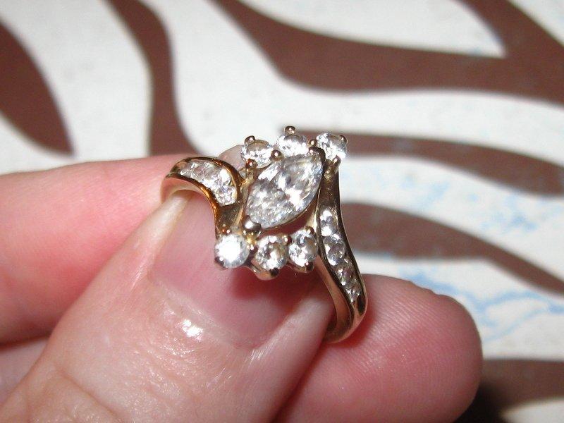 10K Gold CZ Engagement Ring! Beautiful!!! Sz 7