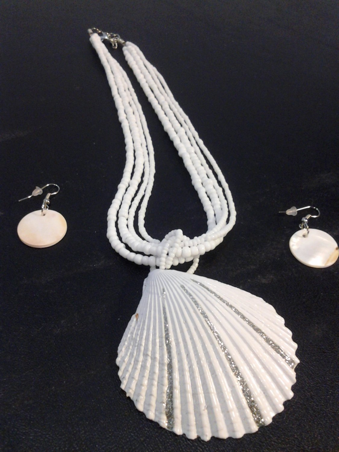 Brand New Beautiful White Shell Design Necklace Earrings Set