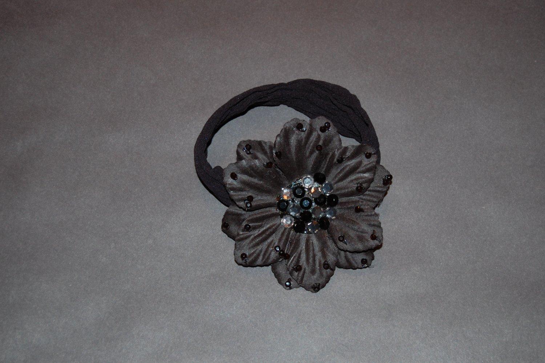 "3"" Rhinestone crystal flower - Black Clip with free interchangeable headband."