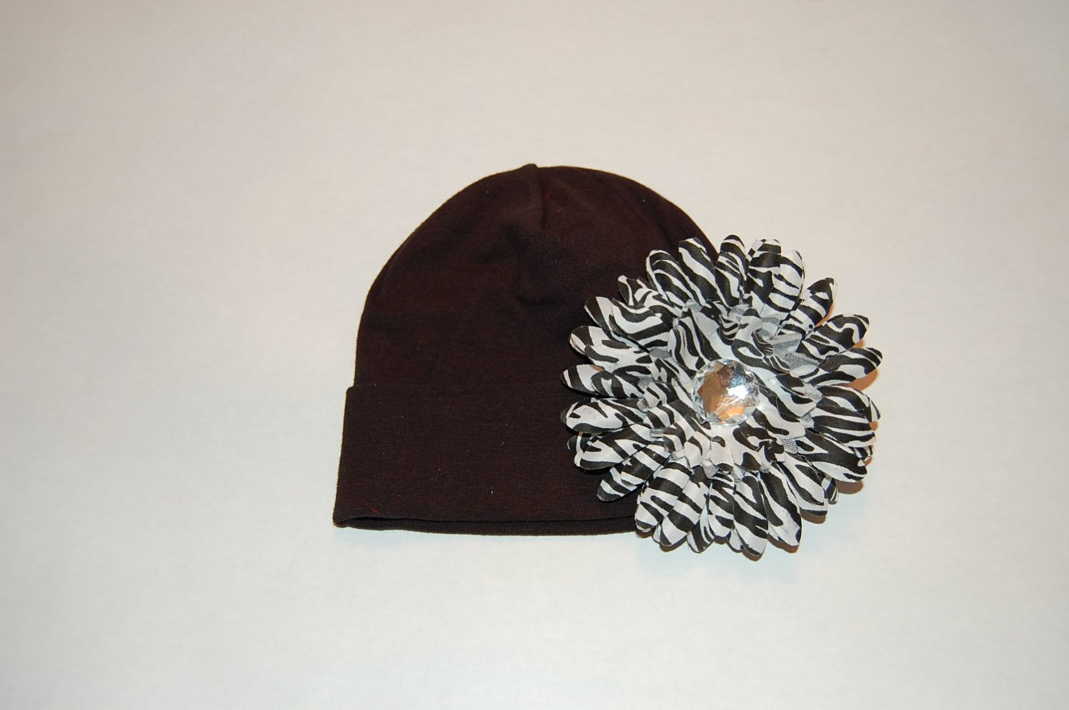 """Cotton Black Hat with 4"""" Black/White Fluffy Daisy"""