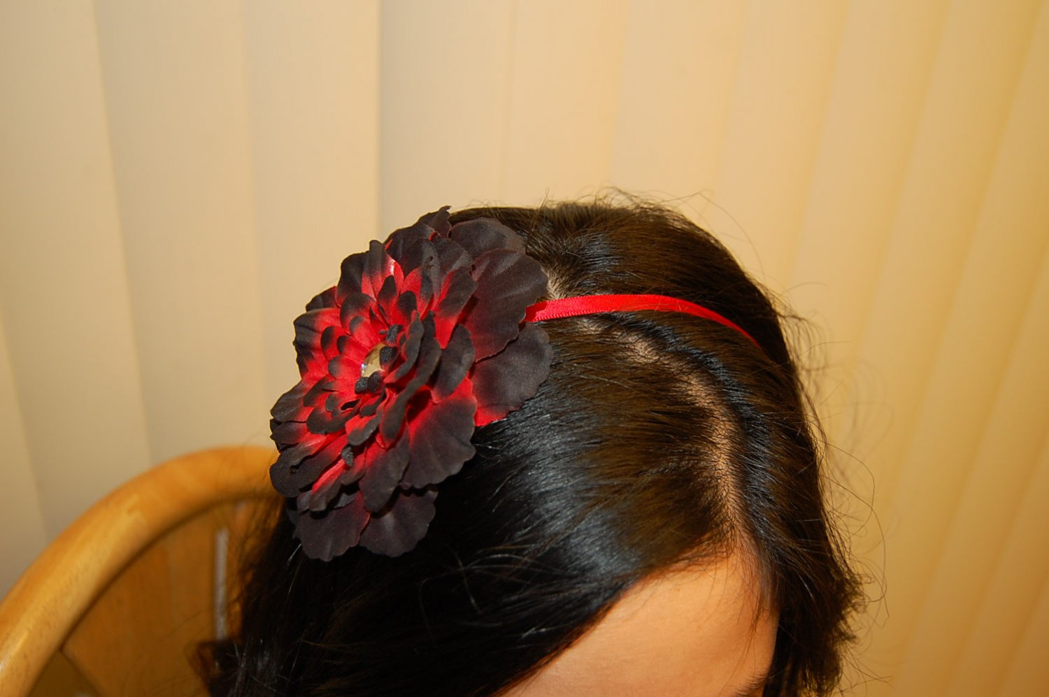 "Hard Headband, Satin Finish, 4"" Peony, Black/ Red/ Red"