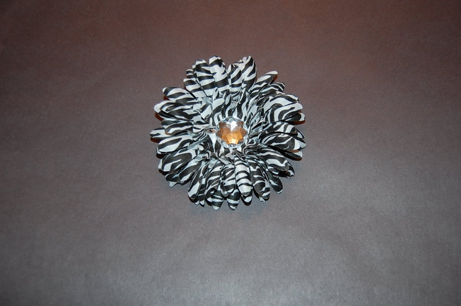 Stacked Zebra Daisy on Alligator Clip, Black/White