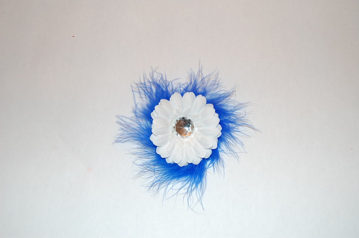 "2 "" Daisy, Marabou, on Alligator Clip, Blue/White"