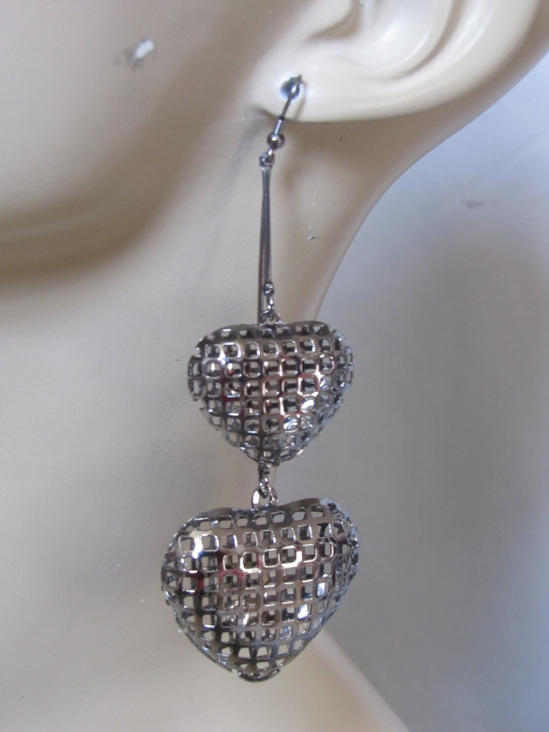 CHROME TONE DOUBLE PUFF HEART DANGLE EARRINGS