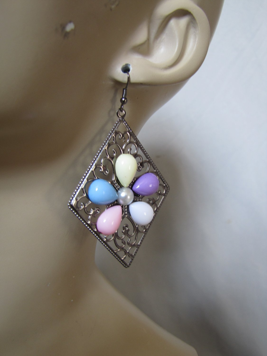 COLORFUL FLOWER STONE CHROME TONE EARRINGS