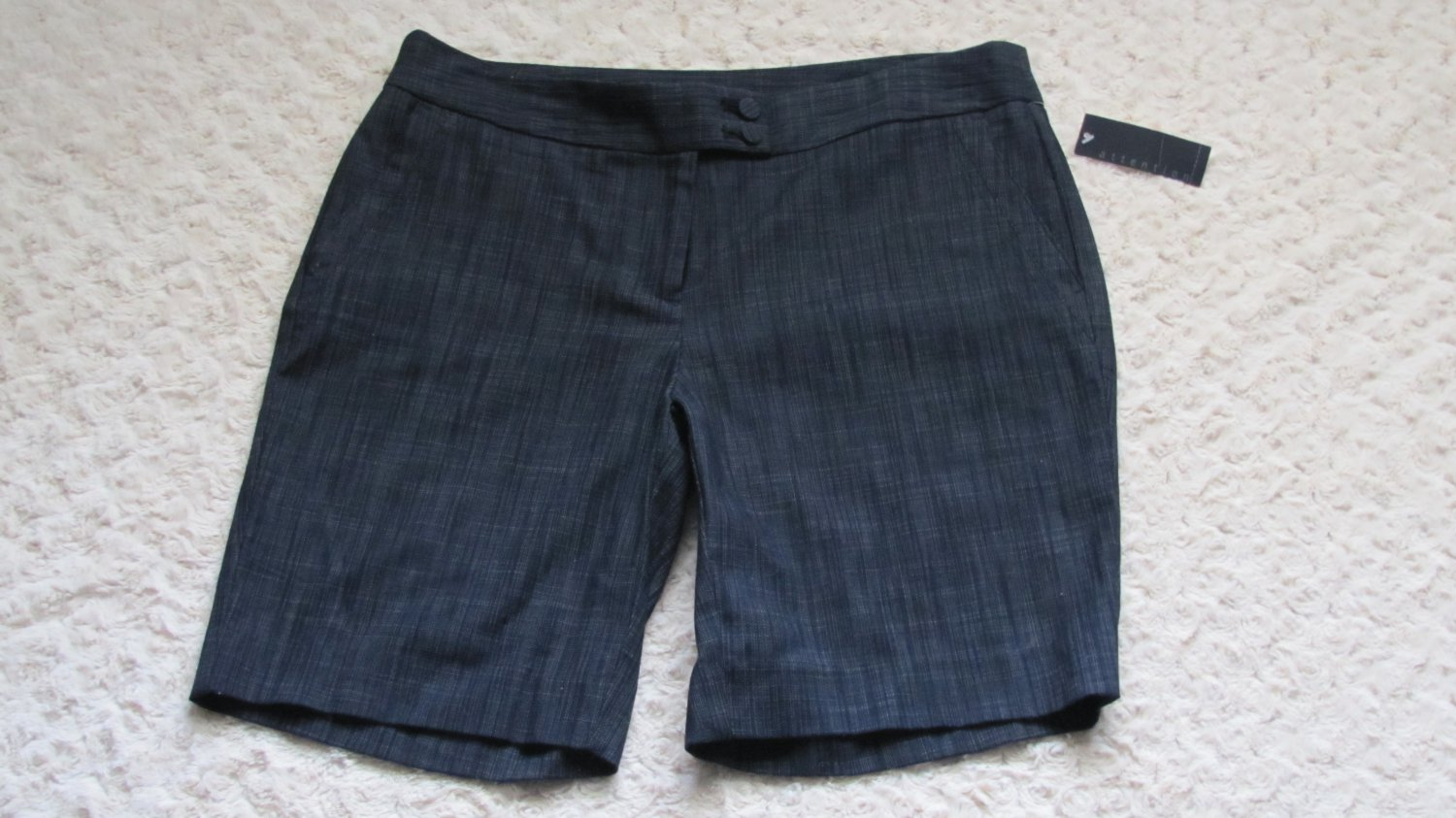 NWT WOMENS DRESS SHORTS BY ATTENTION IN A SIZE 8
