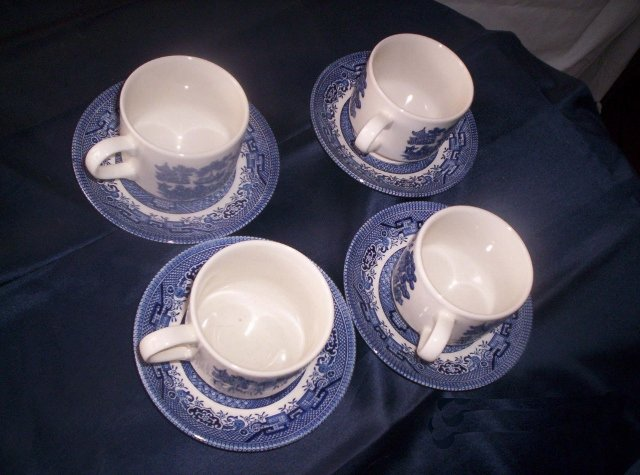 Blue Willow teacups and saucers