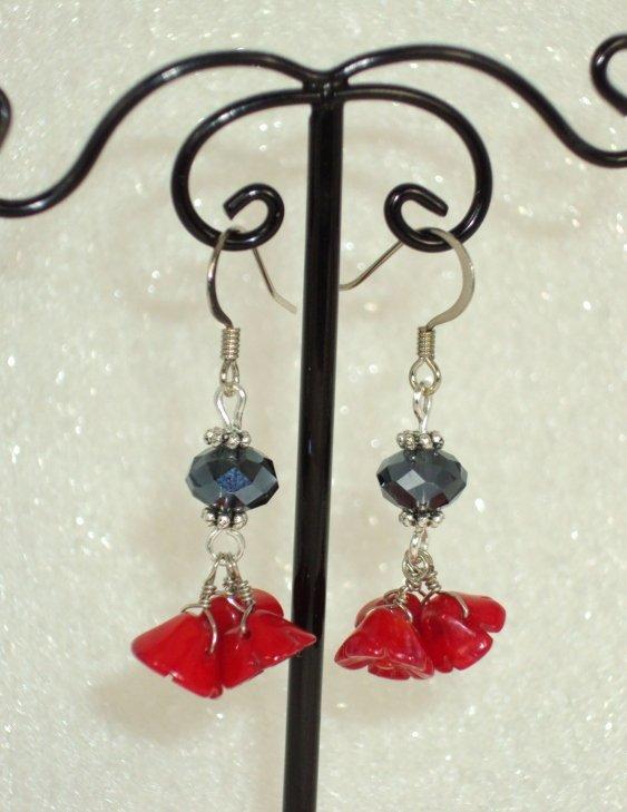 Red flower bundle earring