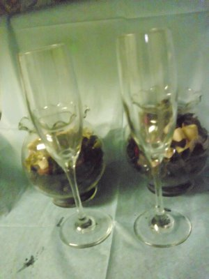 PAIR OF QUALITY TOASTING CHAMPAGNE GLASSES