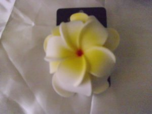 LOVELY YELLOW/WHITE WEDDING HAIR CLIP!!