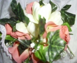 PEACHES AND CREAM SILK FLOWER KISSING BALL