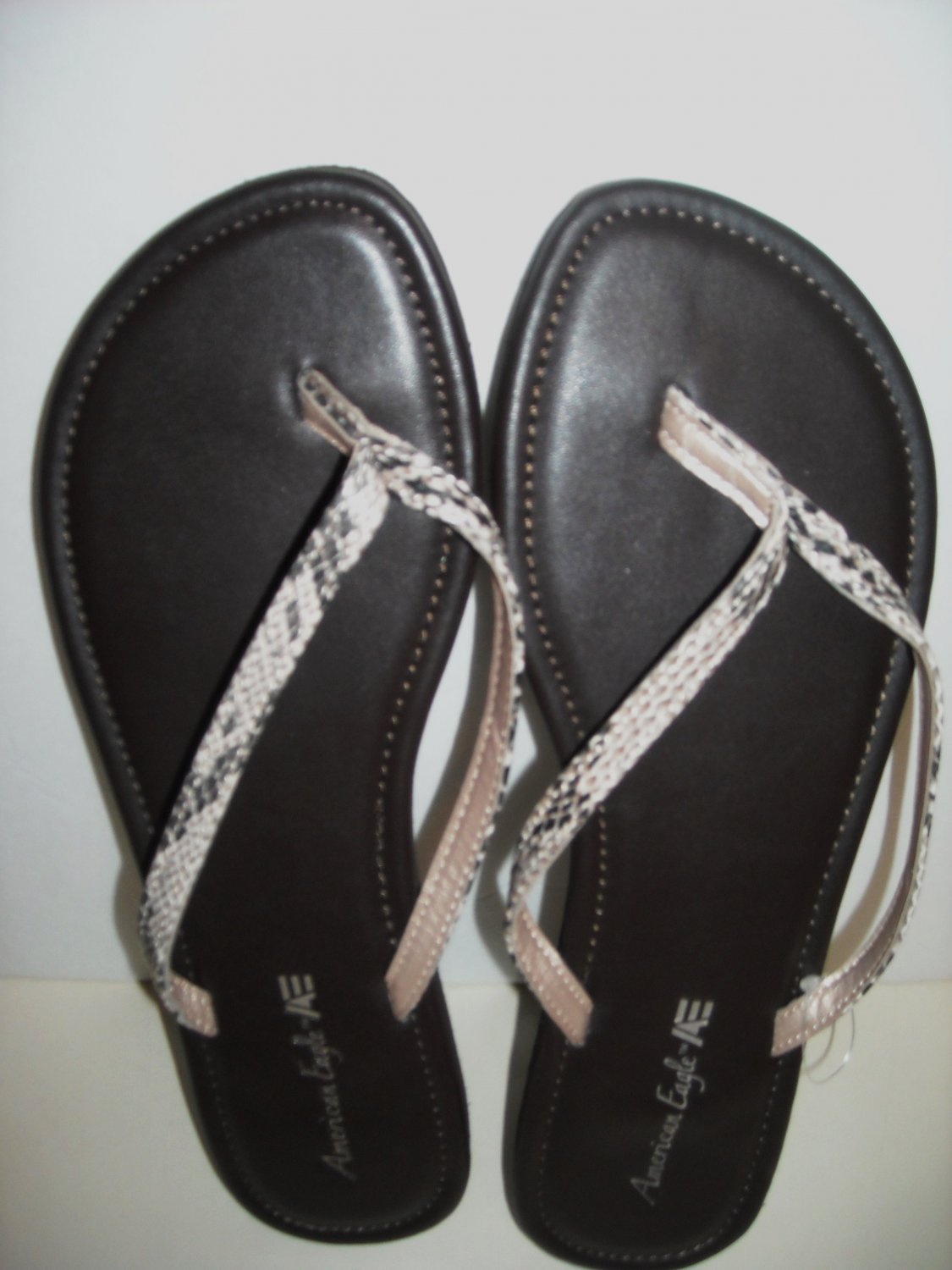 AMERICAN EAGLE FLIP FLOPS SIZE 10 (NEW)