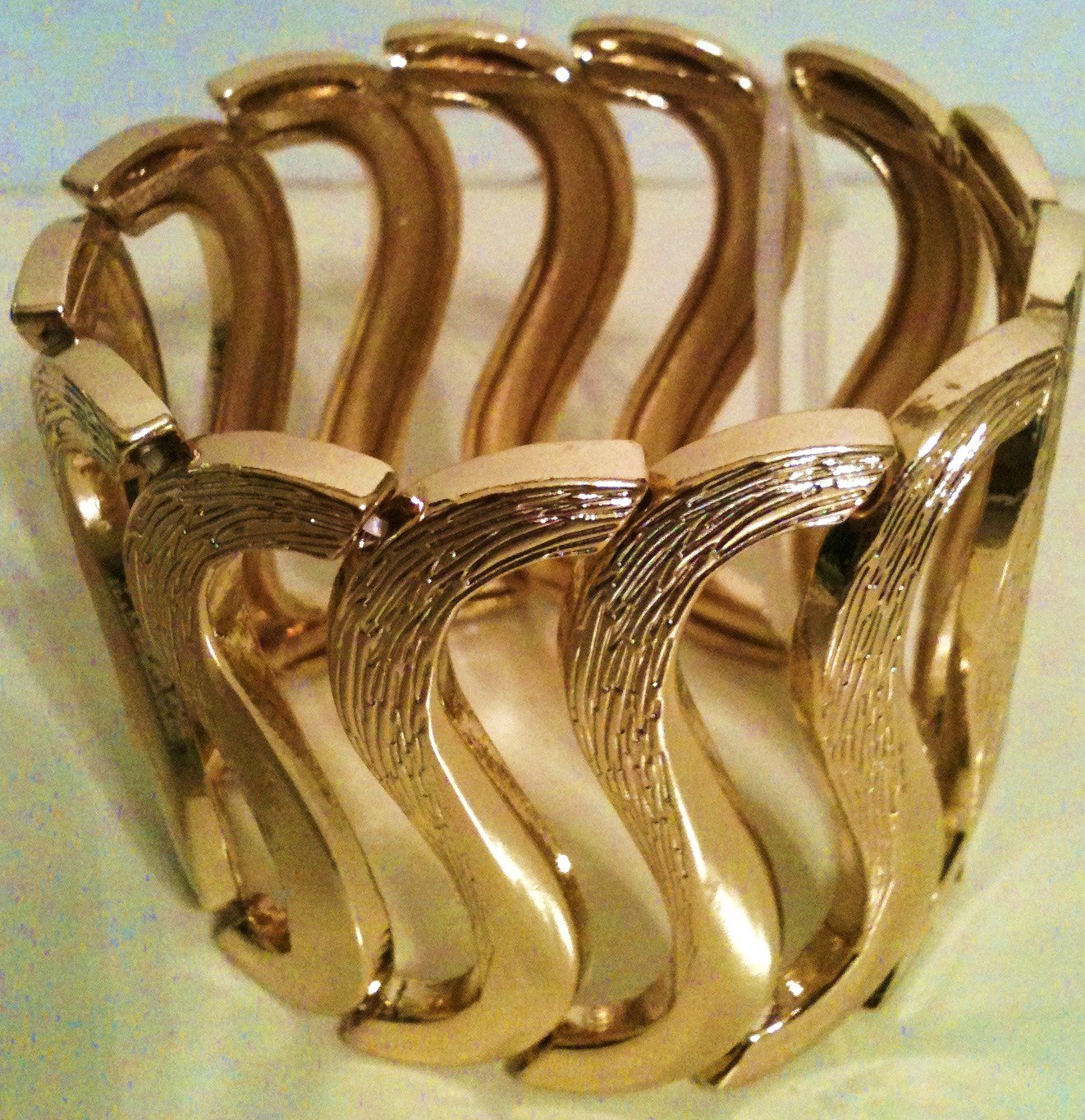 GOLD STRETCH BRACELET (NEW)