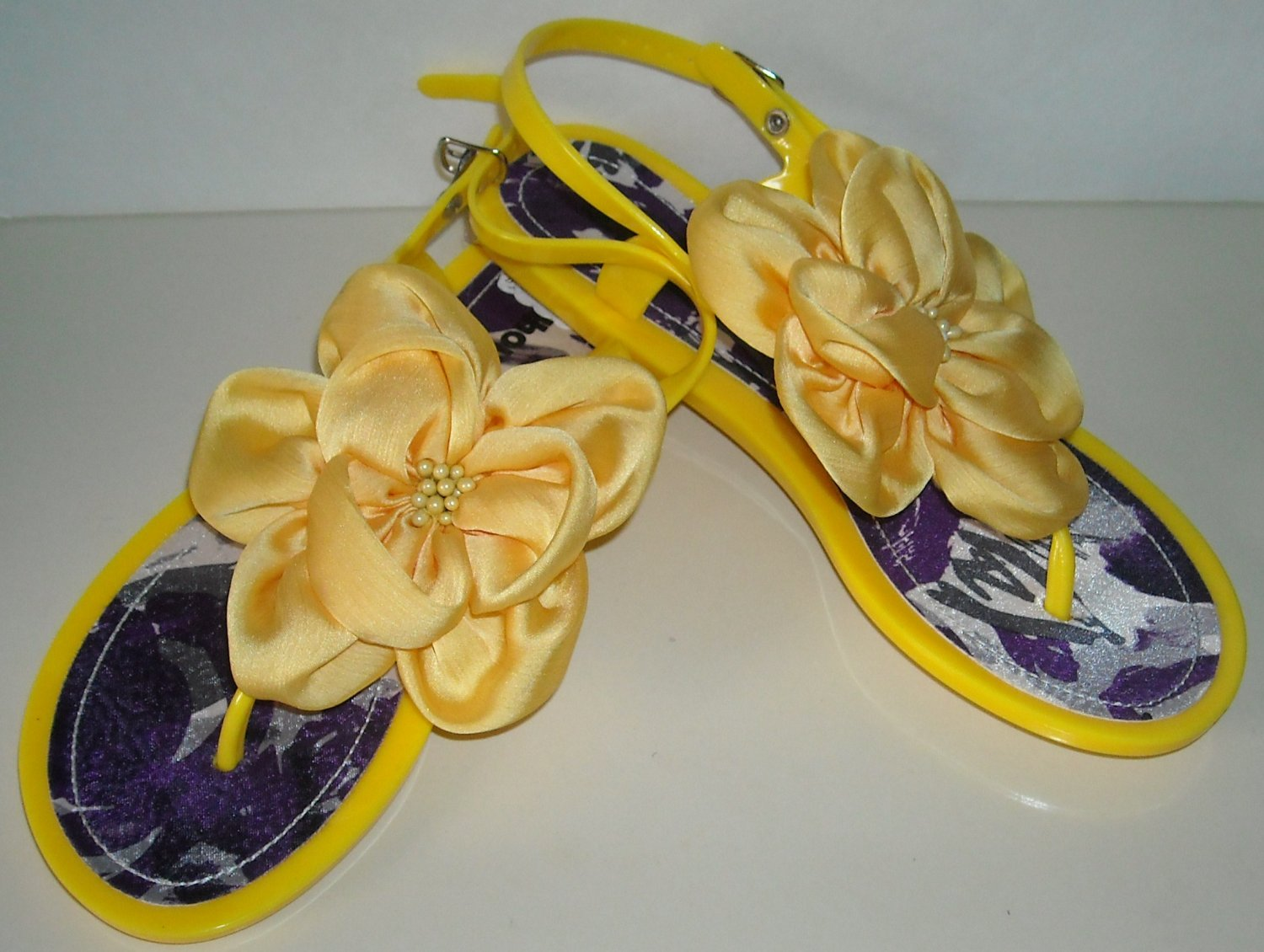 DOLL HOUSE YELLOW JELLY SANDALS SIZE 7 (NEW)